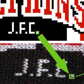Masche aus Pixel im Fanschal gestrickt